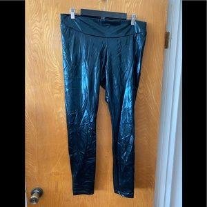 Hue shiny iridescent black leggings XL